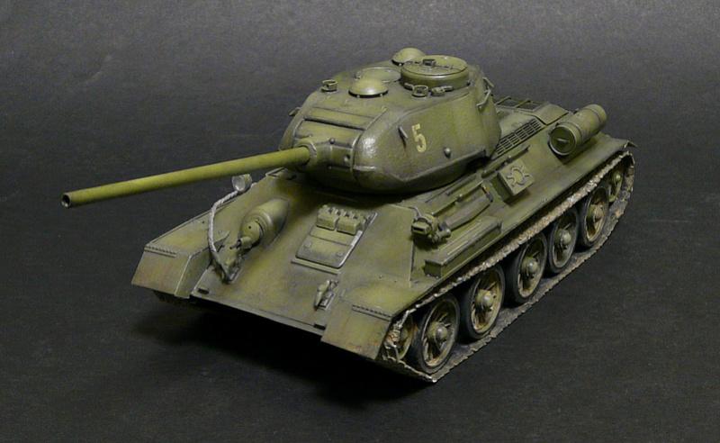 Моделист 1/35  Т-34-85 P1090119