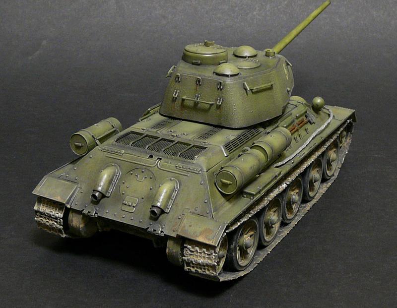 Моделист 1/35  Т-34-85 P1090120