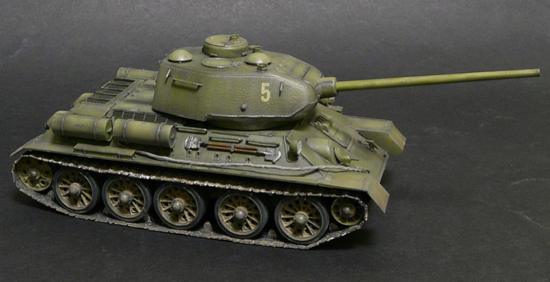 Моделист 1/35  Т-34-85 P1090121