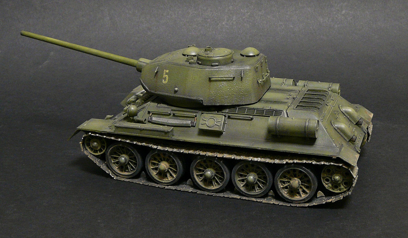 Моделист 1/35  Т-34-85 P1090123