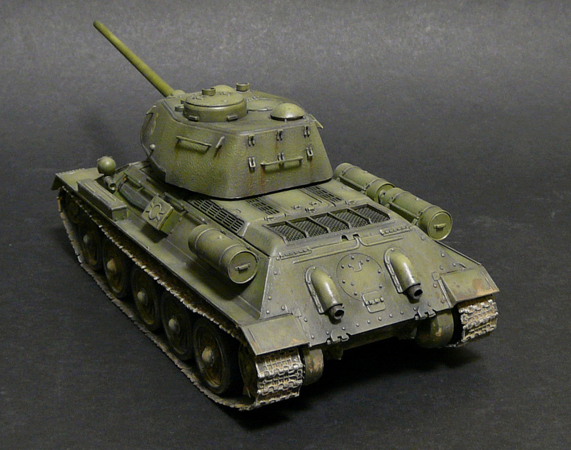 Моделист 1/35  Т-34-85 P1090124