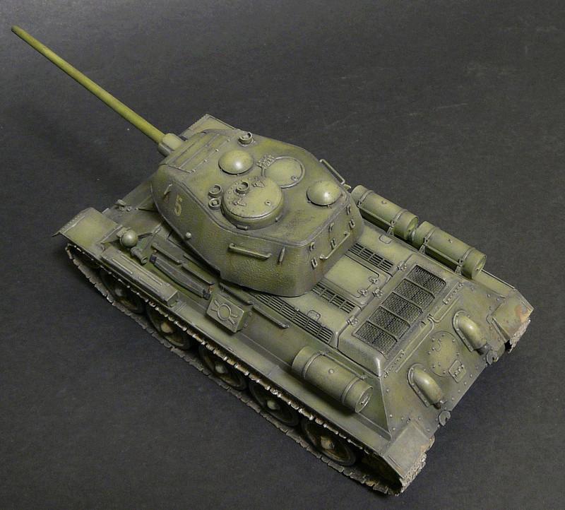 Моделист 1/35  Т-34-85 P1090125