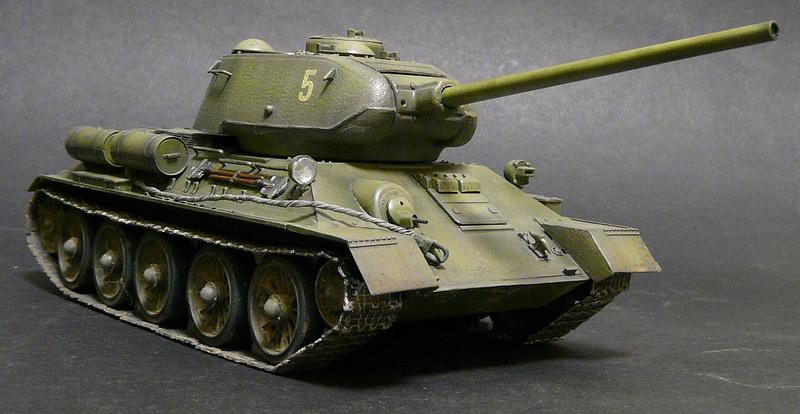 Моделист 1/35  Т-34-85 P1090126