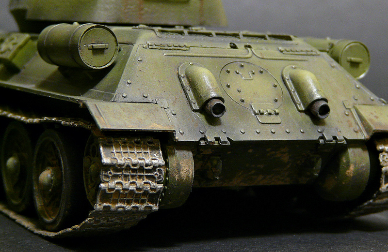 Моделист 1/35  Т-34-85 P1090127