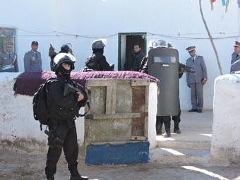 Groupement de Sécurité et d'Intervention de la Gendarmerie Royale ( GIGR - GSIGR ) - Page 6 65997510
