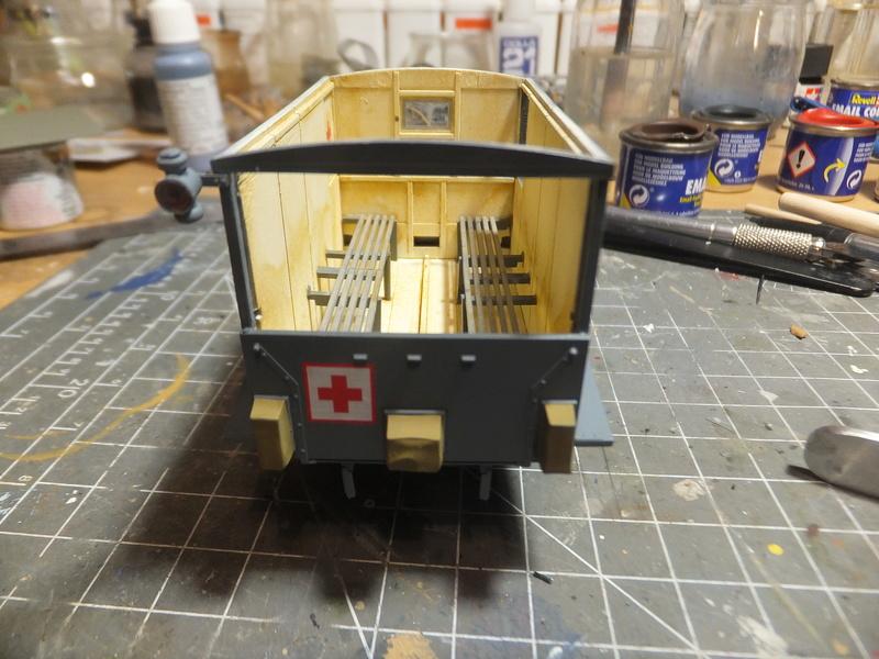 La noria des ambulances  pour St ROCH, [icm] Ford t 1/35 Dscf9491