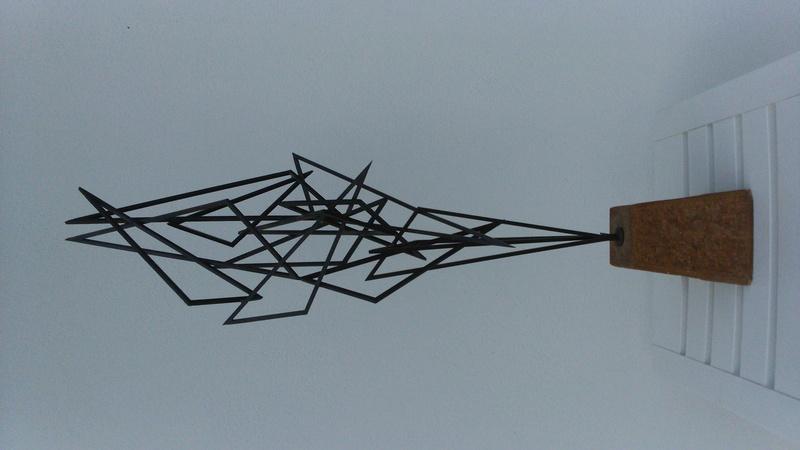 sculpture métallique sur socle pierre signature sur papier à déchiffrer. Dsc_0029