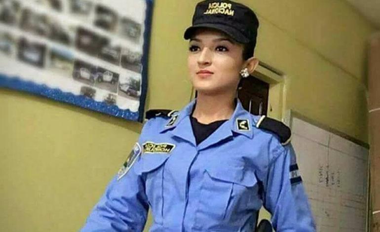 Democracia o dictadura? Policias registraran a todos los ciudadanos que asistan a votar Barbie10