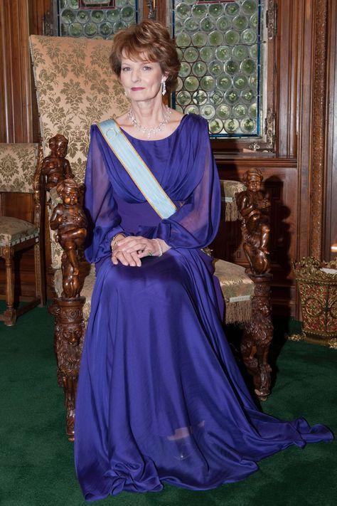 King Michael: Romania bids farewell to former monarch D4c51b10