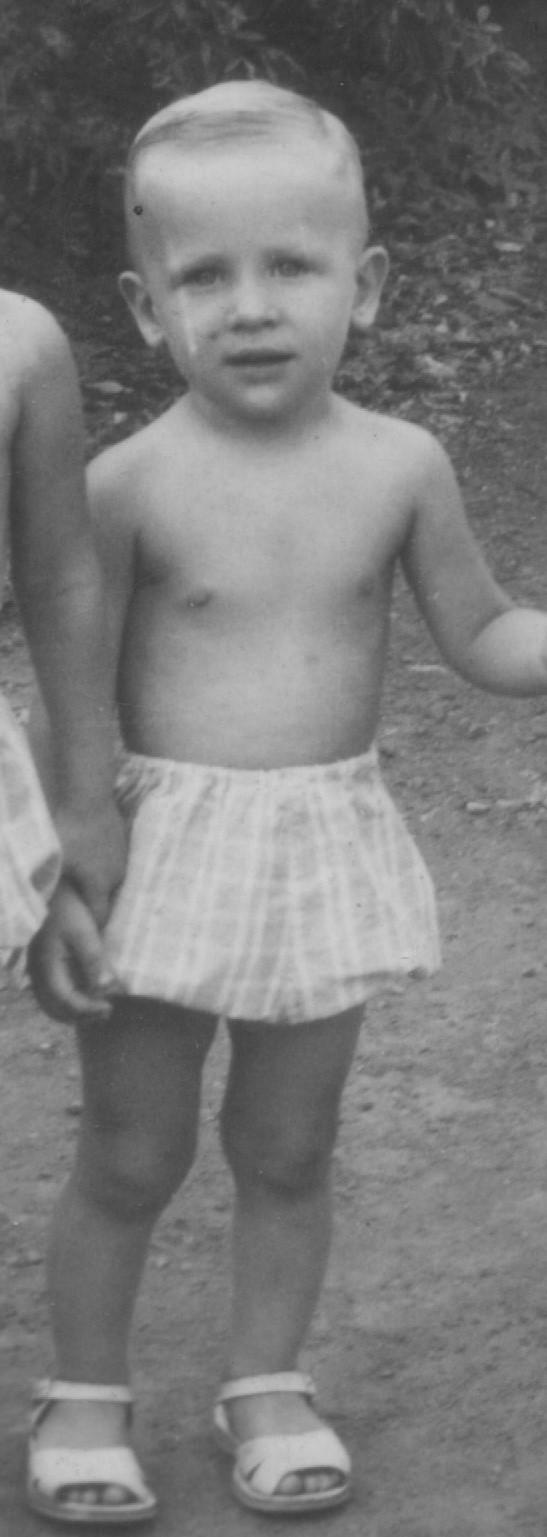 Trombinoscope quand on était petit, voire minuscule ! - Page 2 Numyri10