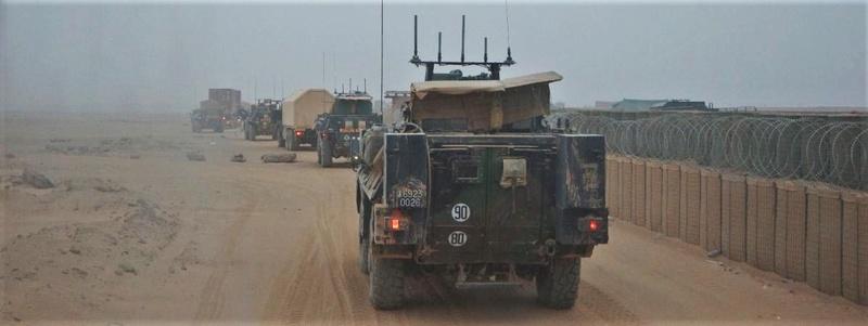 Convoi de ravitaillement au camp de Tombouctou 15063510