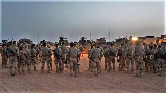 Convoi de ravitaillement au camp de Tombouctou 15063512