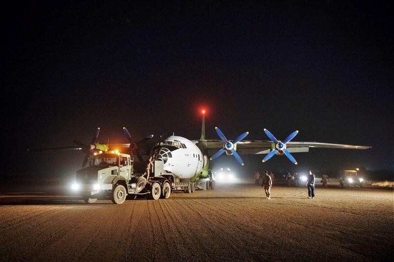Un An-12 au service de Barkhane en rade sur la piste de Gao 2018_e19