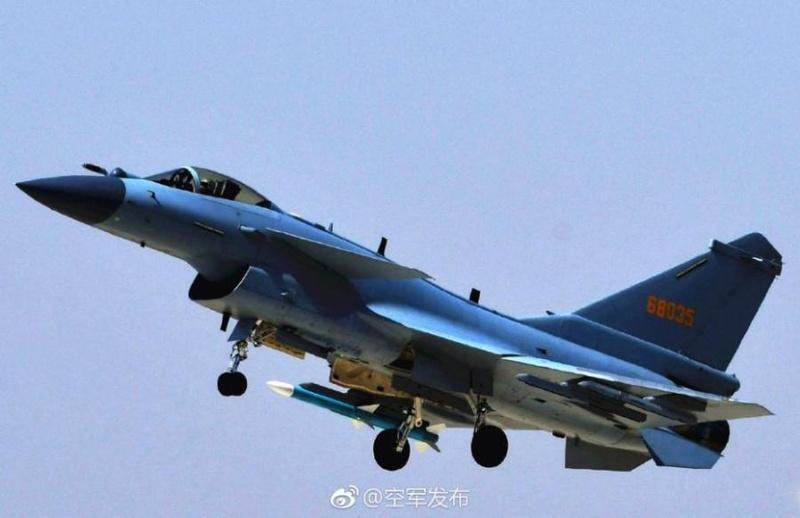 1ère mission de combat du nouveau chasseur chinois J-10C A36bc810