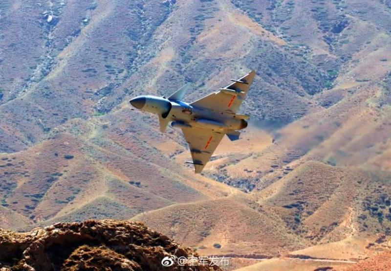 1ère mission de combat du nouveau chasseur chinois J-10C Dc935e10