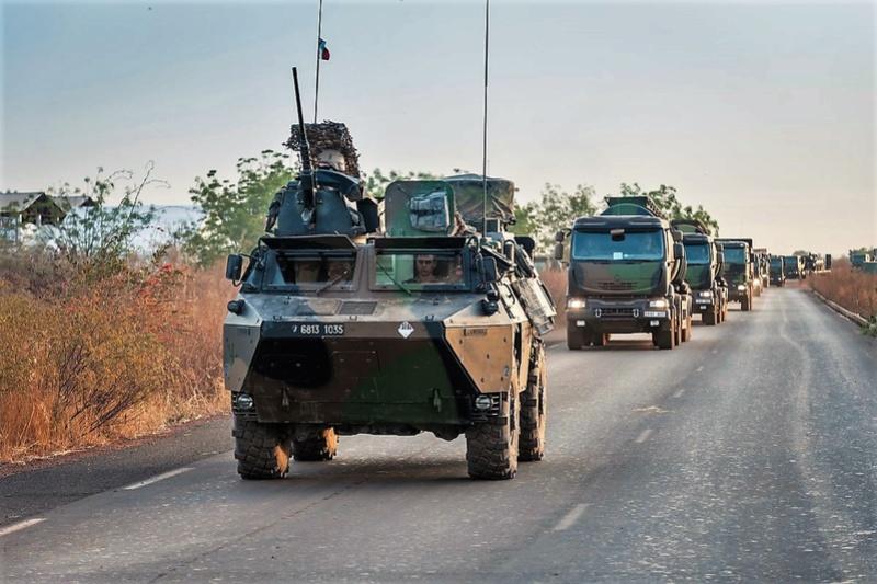 Convoi de ravitaillement au camp de Tombouctou Dd0jnr10