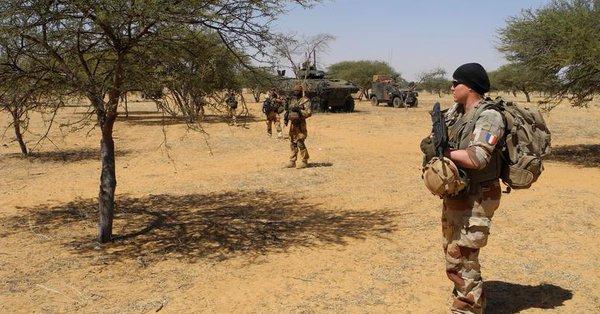 Au moins vingt tués après un raid de Barkhane au nord Mali Defpbn10