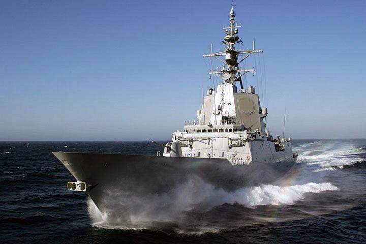 Escorte chinoise pour un navire du PAM dans l'Océan indien F-102_10