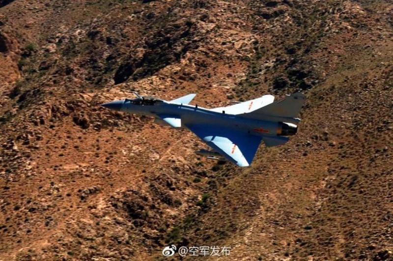 1ère mission de combat du nouveau chasseur chinois J-10C F8077d10