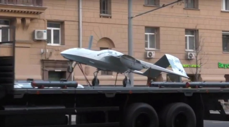 Drones de combat russes dévoilés à Moscou Nintch12