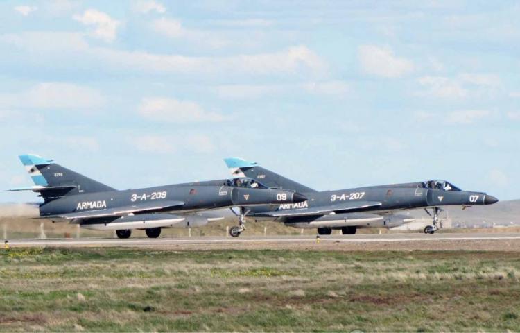 Encore 5 Super Etendard modernisés pour l'Argentine Super-11