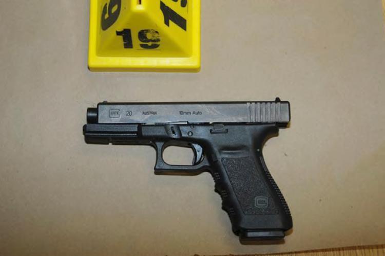 Photo's of mass murderer's weapons Glock_10