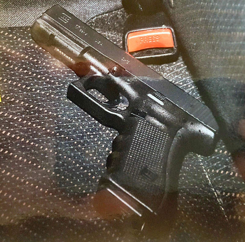 Photo's of mass murderer's weapons - Page 2 Glock_12
