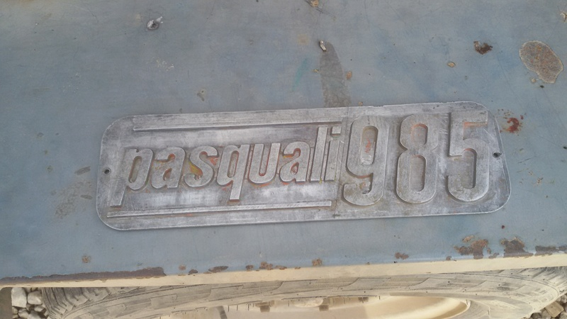 [Pasquali] Quitar pintura chapa logotipo aluminio Pas10