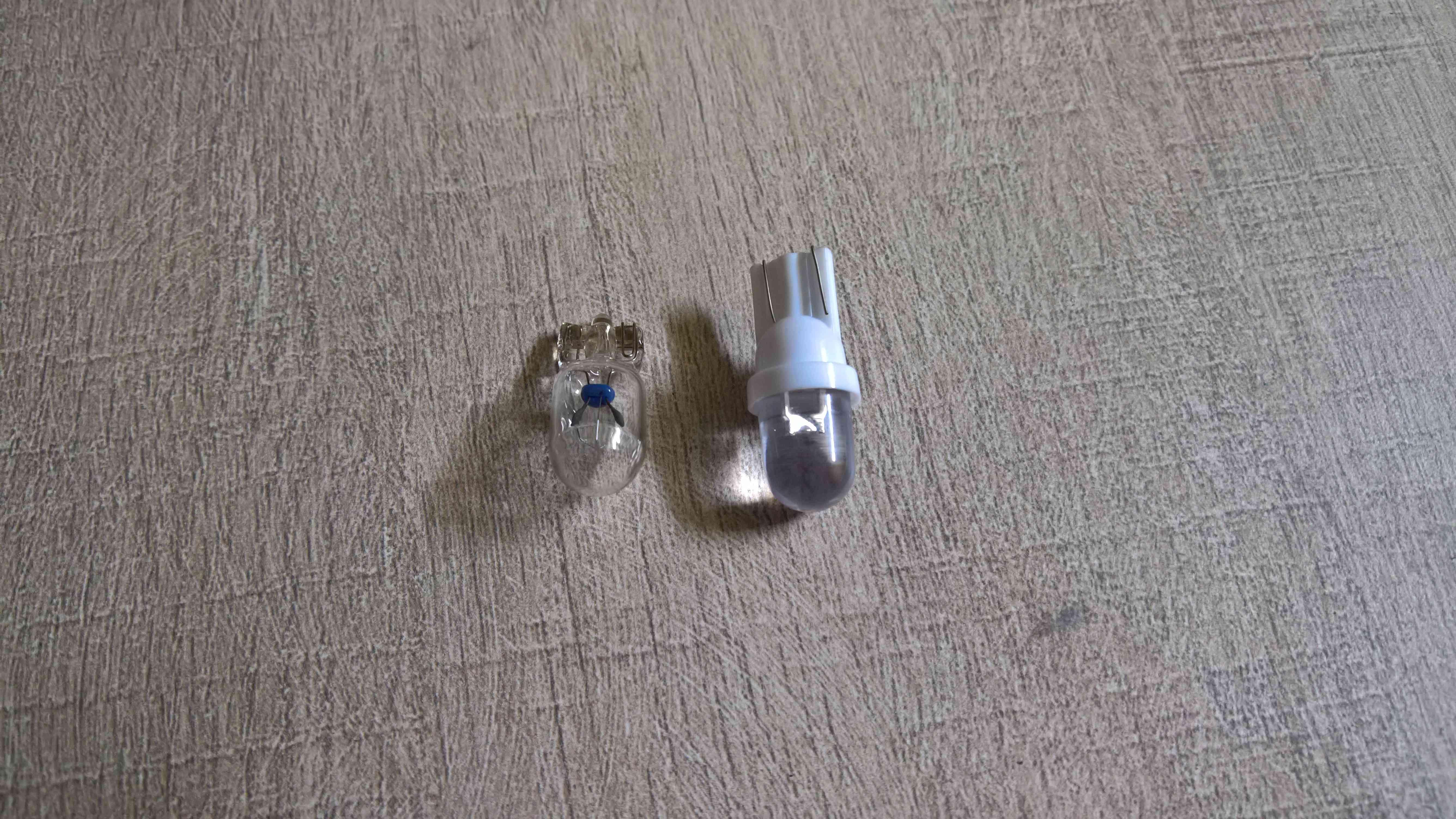 Remplacement des ampoules par LED (Varadero 125 - 2008) Wp_20124