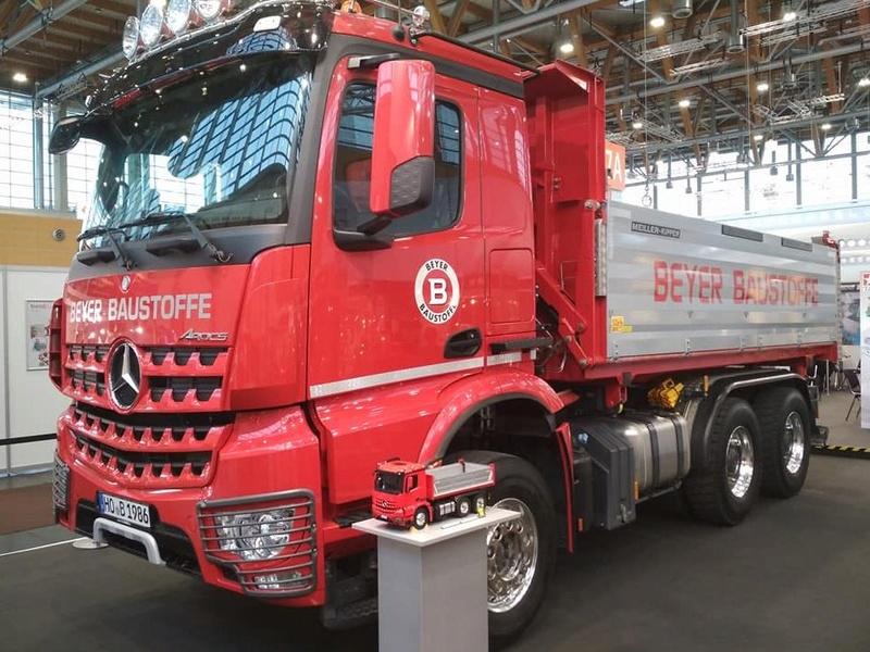 Nuevo Tamiya Mercedes-Benz Arocs 3348 6×4 Tipper Truck 810