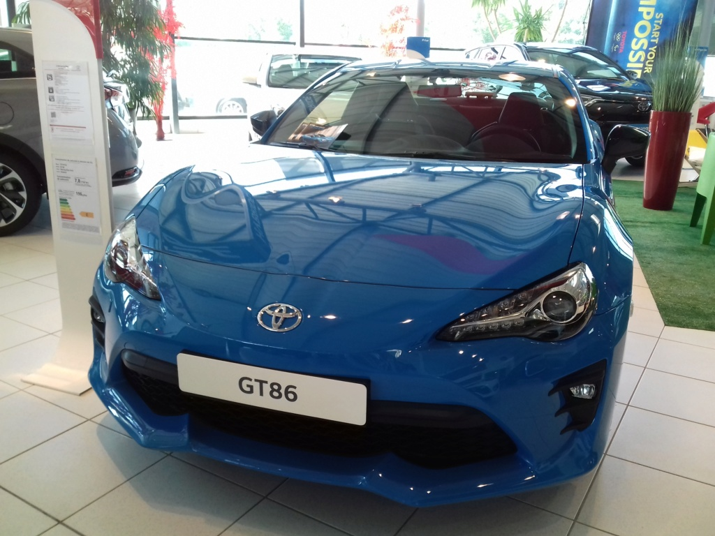 Spoted ! 86 Phase 2 Edition spéciale Racing Blue chez Toyota ! 20180811
