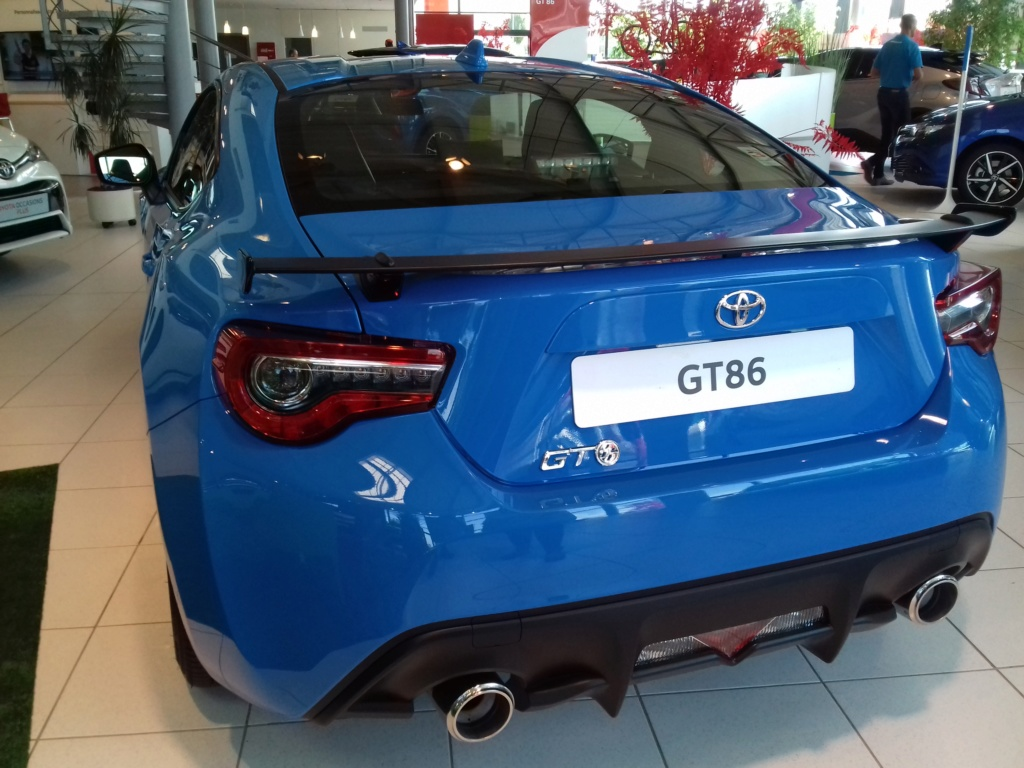 Spoted ! 86 Phase 2 Edition spéciale Racing Blue chez Toyota ! 20180812