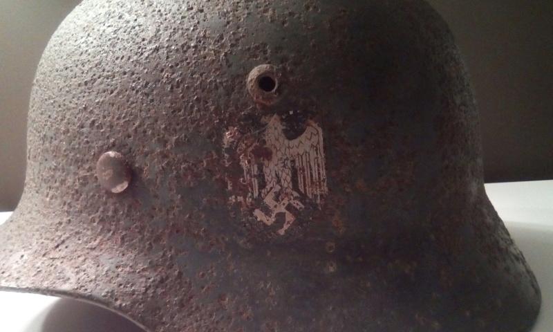 Casque allemand 2 insignes Img_2048