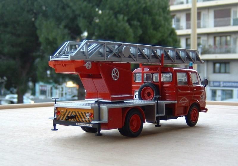 Les Plus Beaux Camions de Sapeurs-Pompiers (Hachette) - Page 2 Airbus11