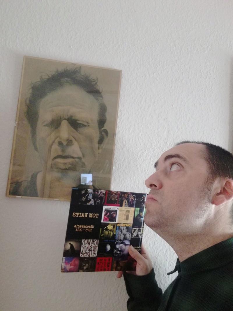 Tom Waits , repaso a su discografía. - Página 8 Img-2011
