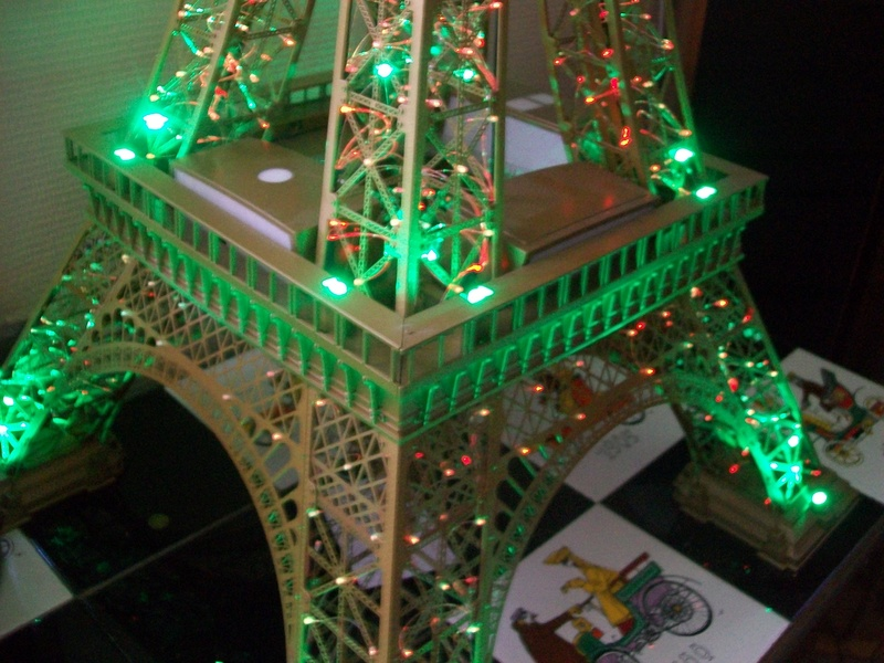 La Tour Eiffel TF1 collection 1m20/47/47cm 100_6427