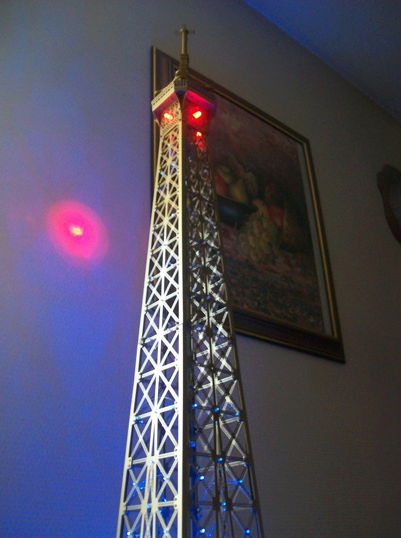 La Tour Eiffel TF1 collection 1m20/47/47cm 100_6429