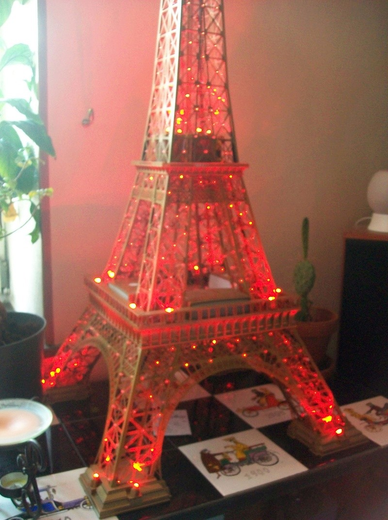 La Tour Eiffel TF1 collection 1m20/47/47cm 100_6435