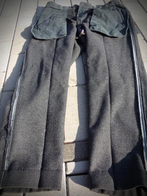 identifiaction pantalon allemand a liseret gris souris  100_0022
