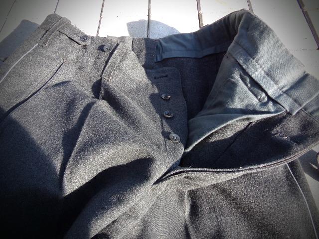identifiaction pantalon allemand a liseret gris souris  100_0026
