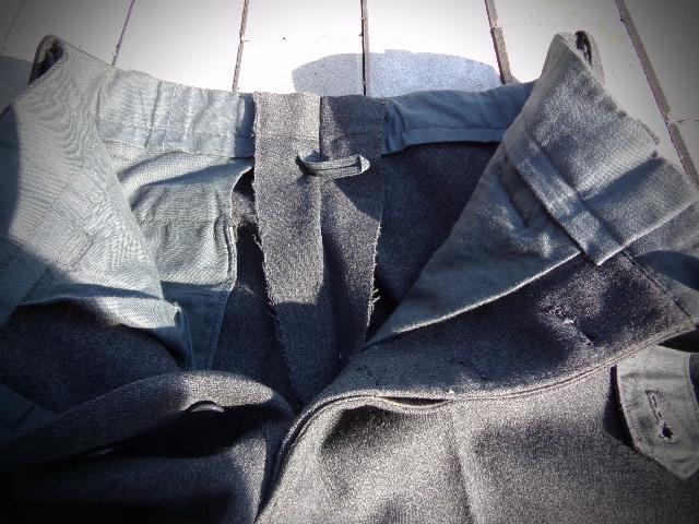 identifiaction pantalon allemand a liseret gris souris  100_0028