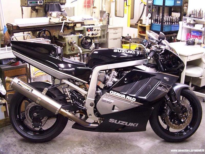 Suzuki GSX-R Slingshot 750 (88-91) et 1100 (89-92) - Page 40 23905410