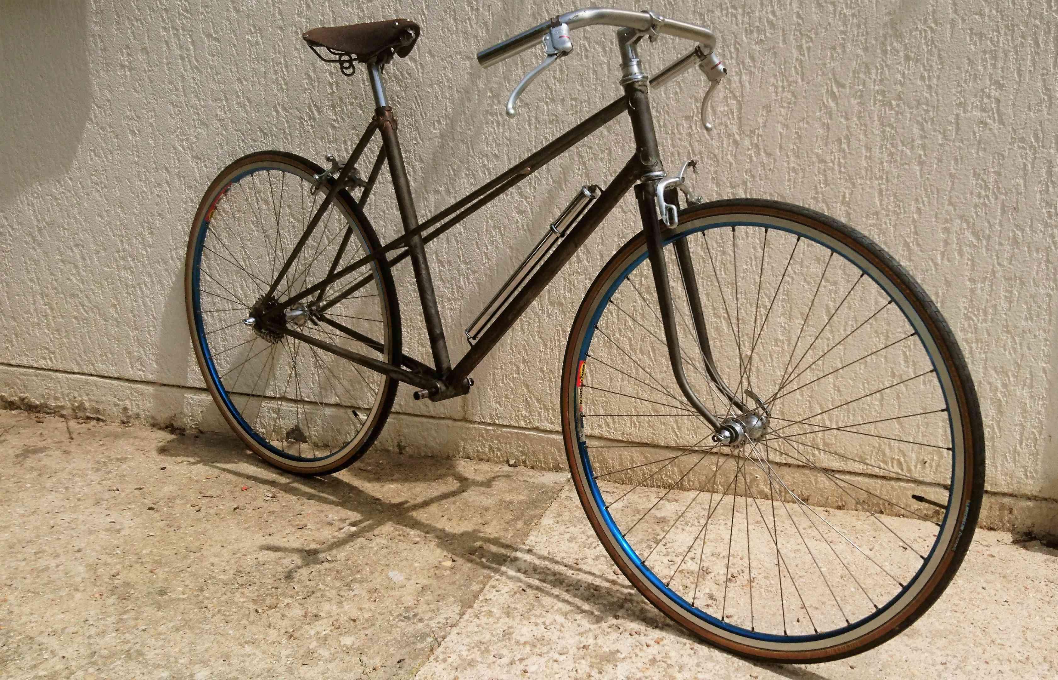 Vélo de ville femme / marque et année inconnue Dsc_9104