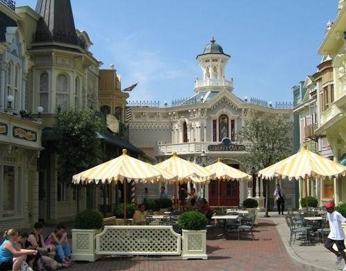 (Histoire) Lilly's Boutique a remplacé une salle du Walt's - An American Restaurant Waar_f10