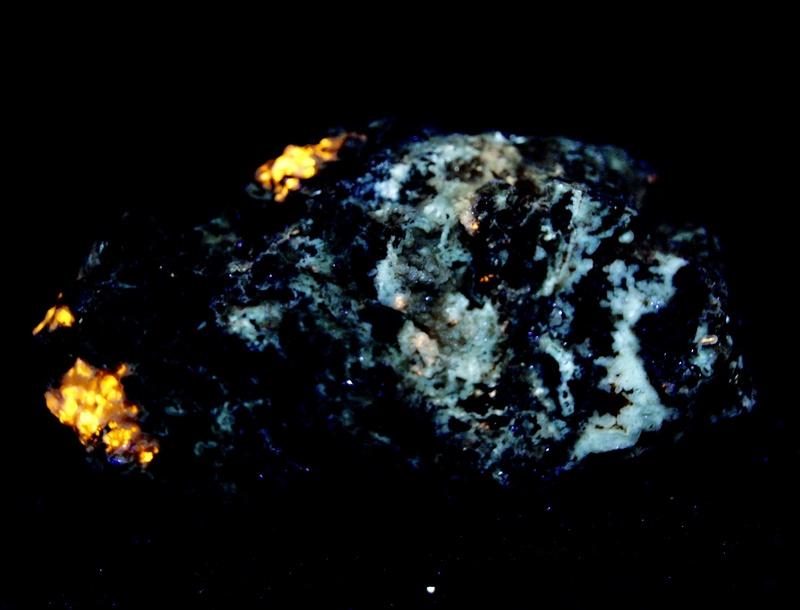 Colección de Minerales Fluorescentes - Página 4 Fullsi17
