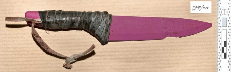 Photo's of mass murderer's weapons - Page 2 London11