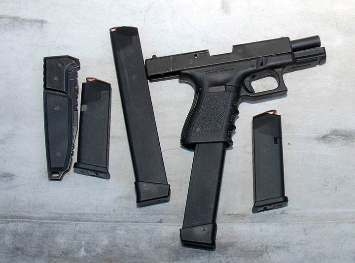 Photo's of mass murderer's weapons - Page 2 Loughn27