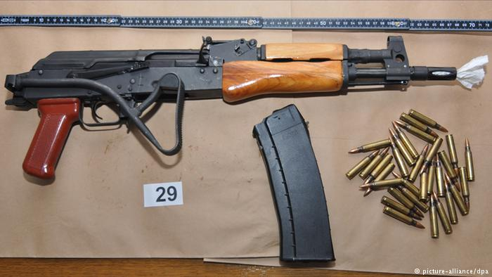 Photo's of mass murderer's weapons - Page 2 Parisa10