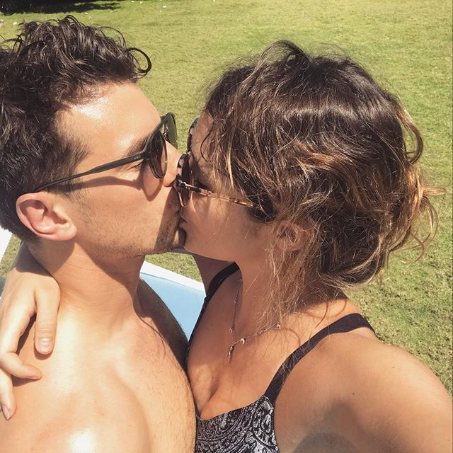 Matty Johnson - Laura Byrne - Bachelor Australia - Season 5 - Fan Forum - Page 11 23099111