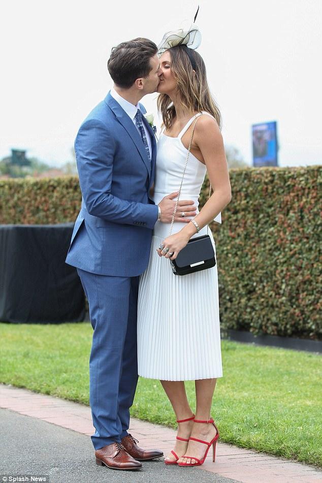 Matty Johnson - Laura Byrne - Bachelor Australia - Season 5 - Fan Forum - Page 9 4588ce10